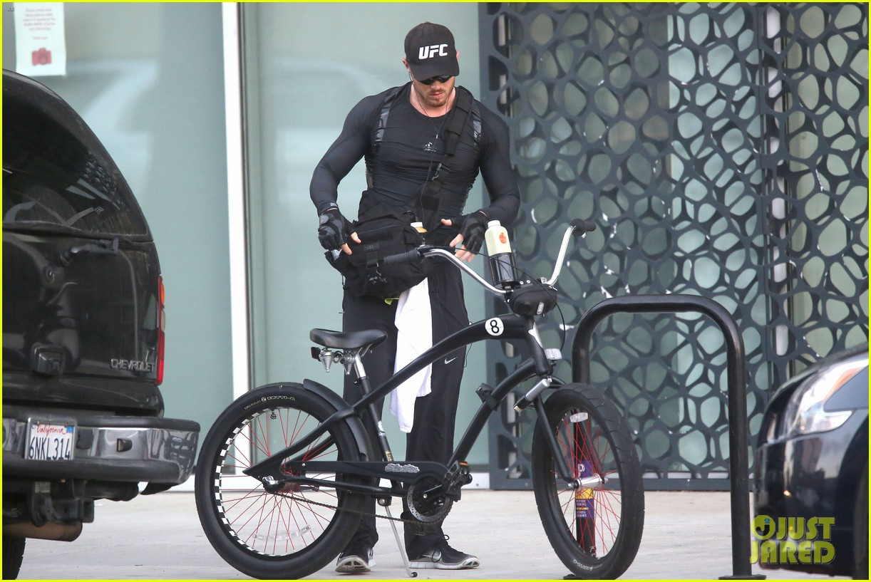 kellan lutz bikes to pilates class dinner 133194929