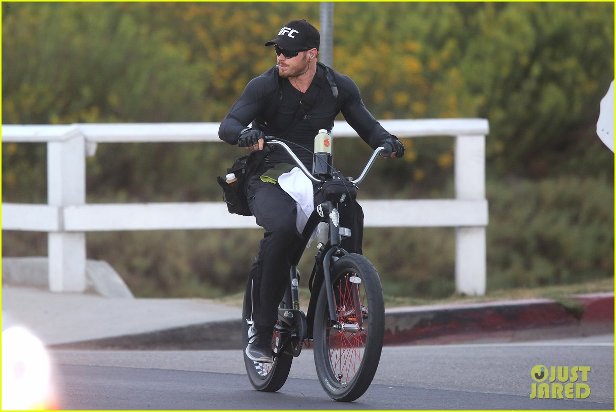 kellan lutz bikes to pilates class dinner 243189148