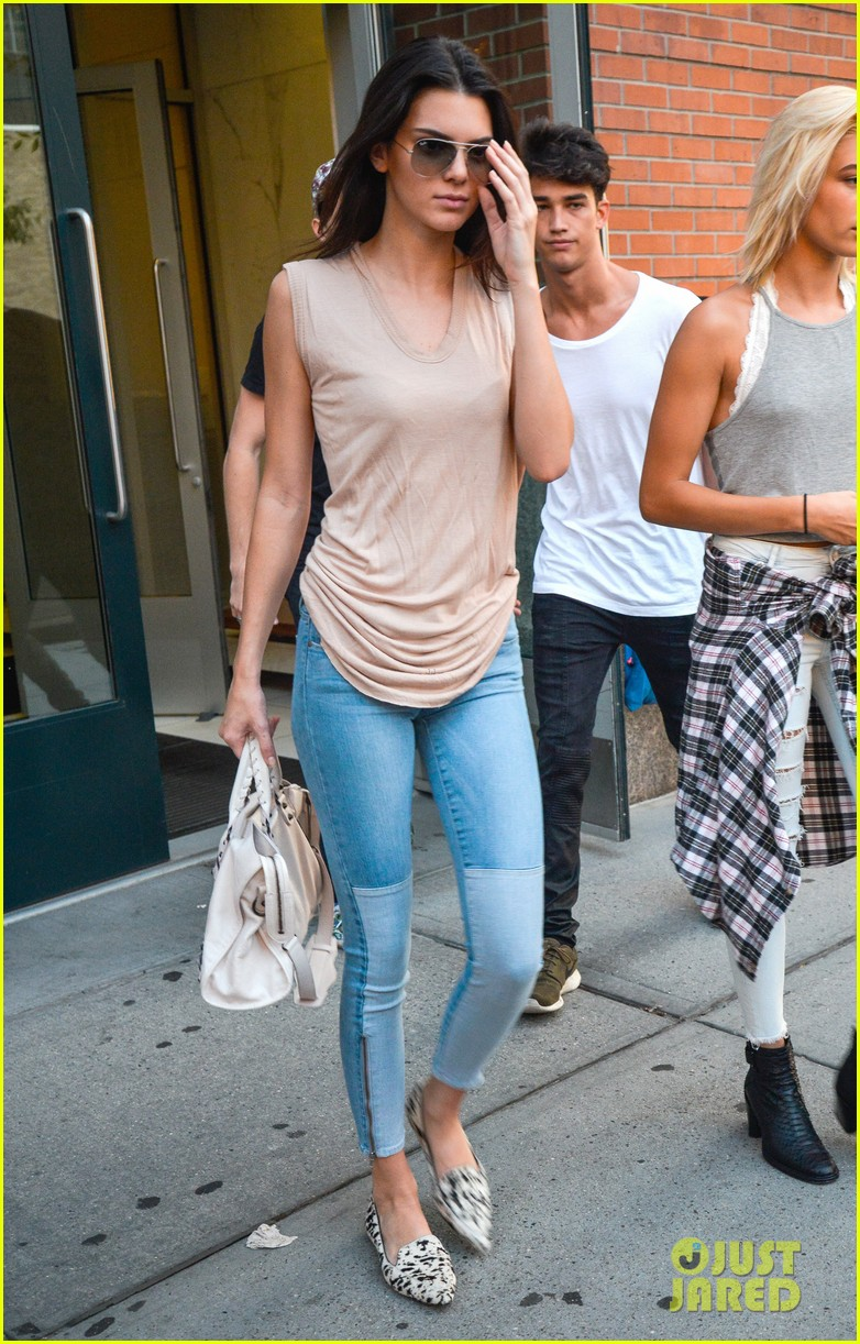 kendall jenner business mtg hailey baldwin kylie 253187986