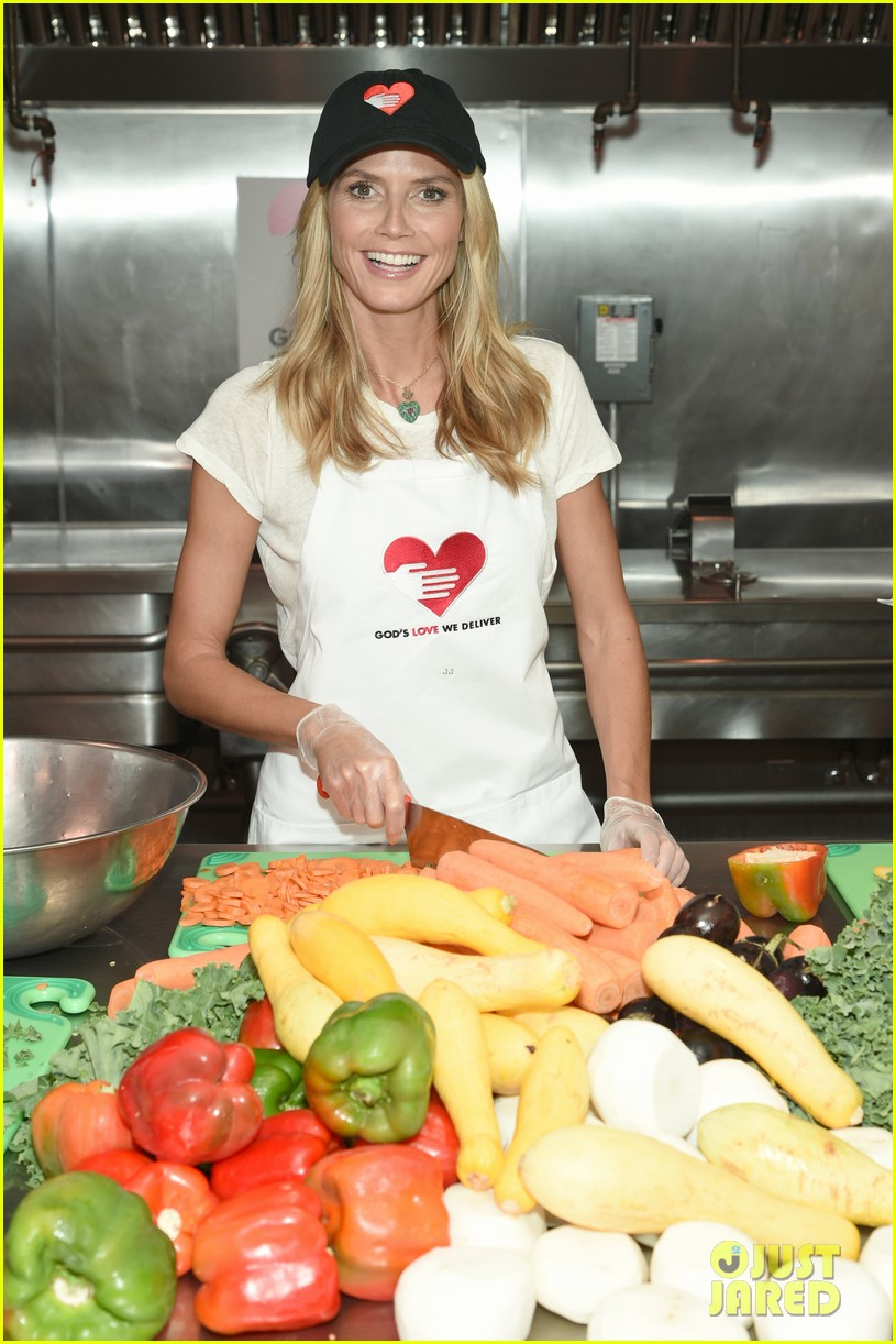 heidi klum supports joan rivers favorite charity 023189610