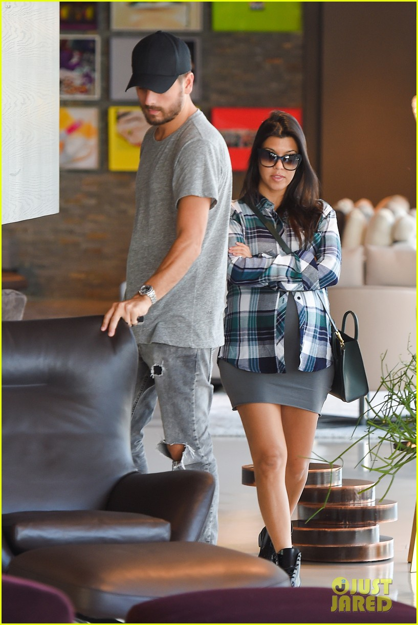 Kourtney kardashian scott disick go furniture shopping for Where do the kardashians shop for furniture