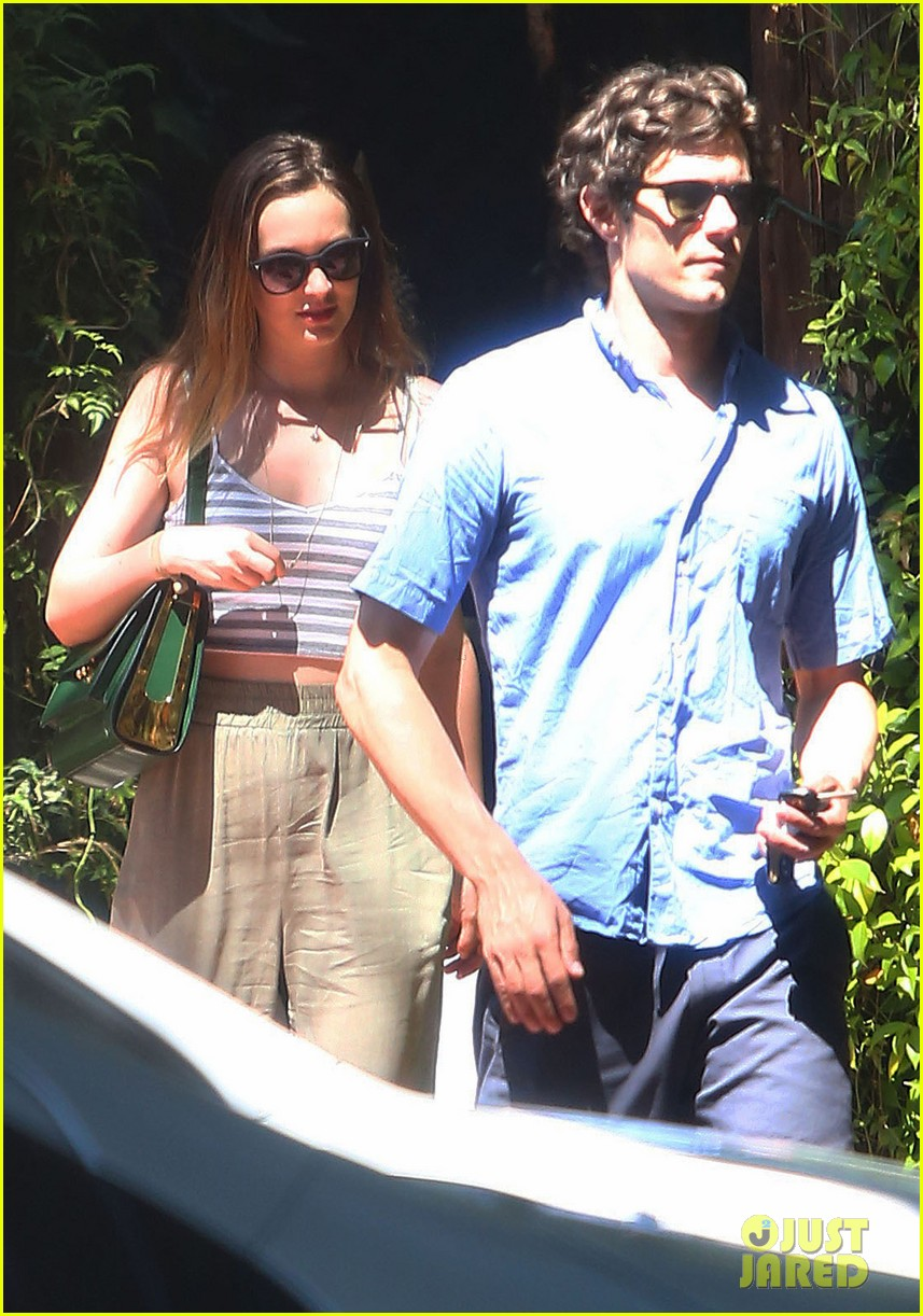 leighton meester adam brody share sweet embrace after lunch 023187286