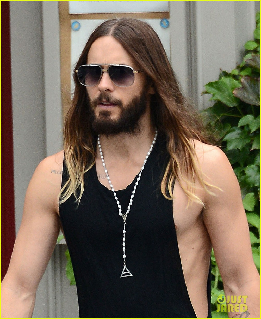 Full Sized Photo of jared letos muscles are on full ... Jared Leto 2017