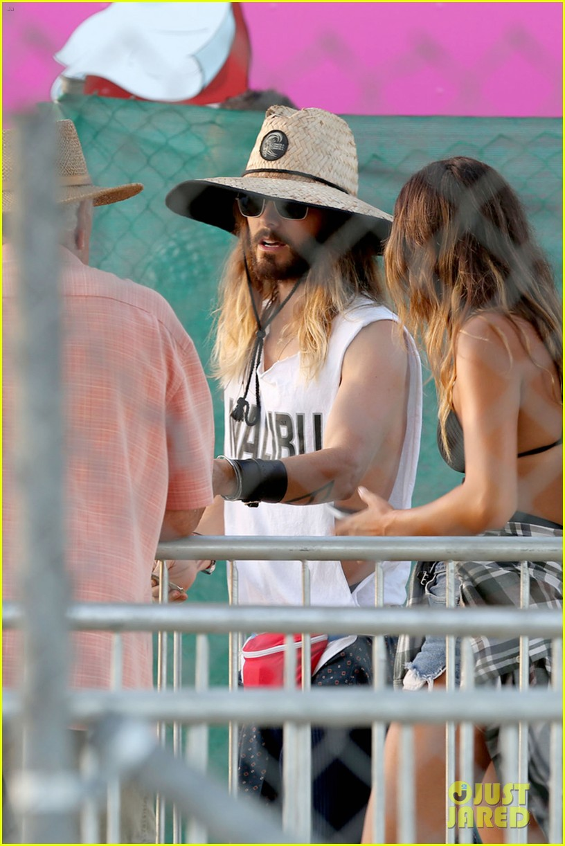 jared leto shows off his guns for target practice at malibu chili cook off 023187730