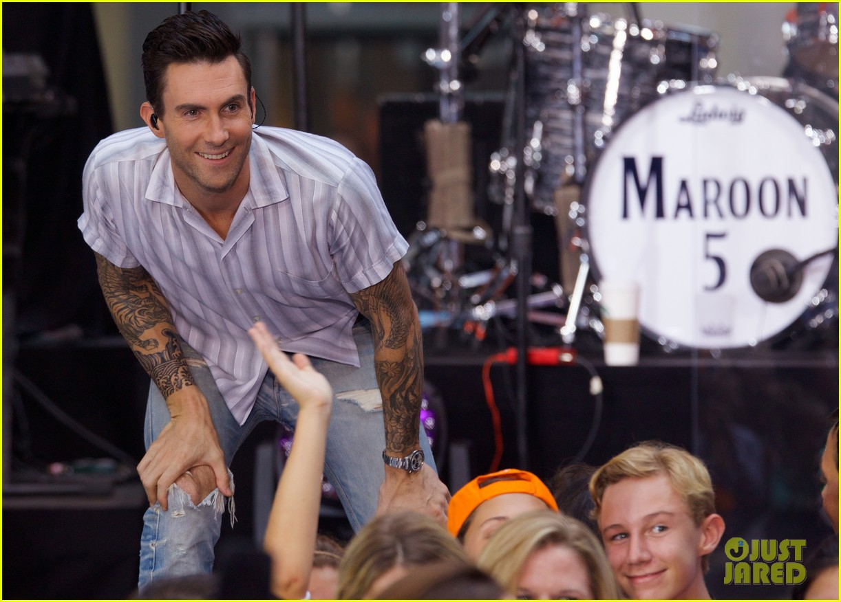 Adam levine performs maps with maroon 5 on today show photo adam levine performs maps with maroon 5 on today show m4hsunfo