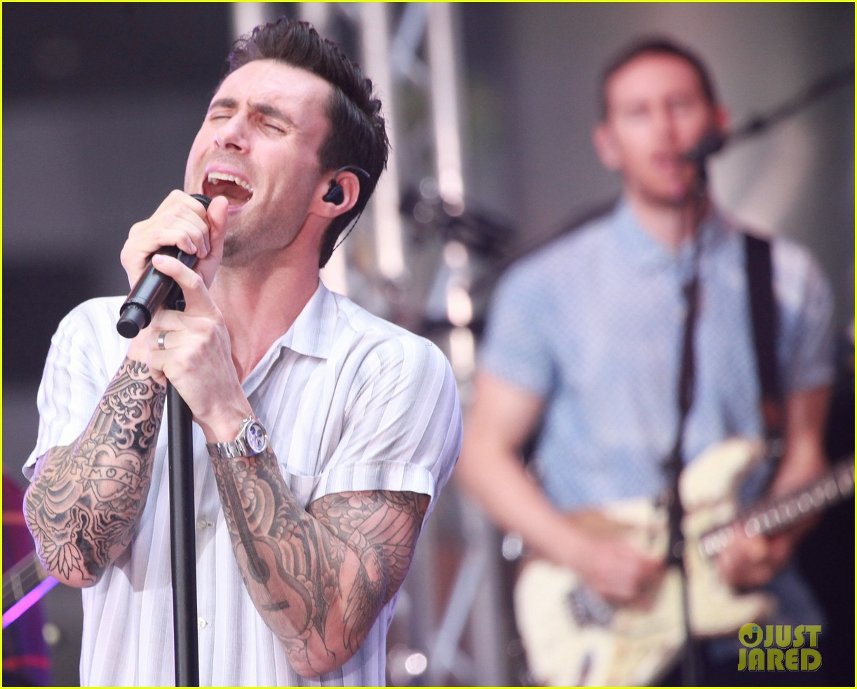 adam levine performs maps with maroon 5 today show 04