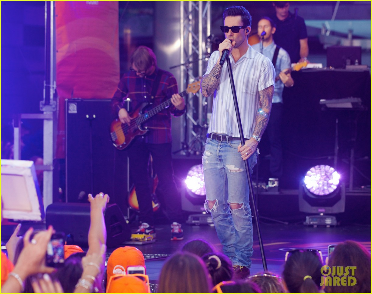 adam levine performs maps with maroon 5 today show 103187438