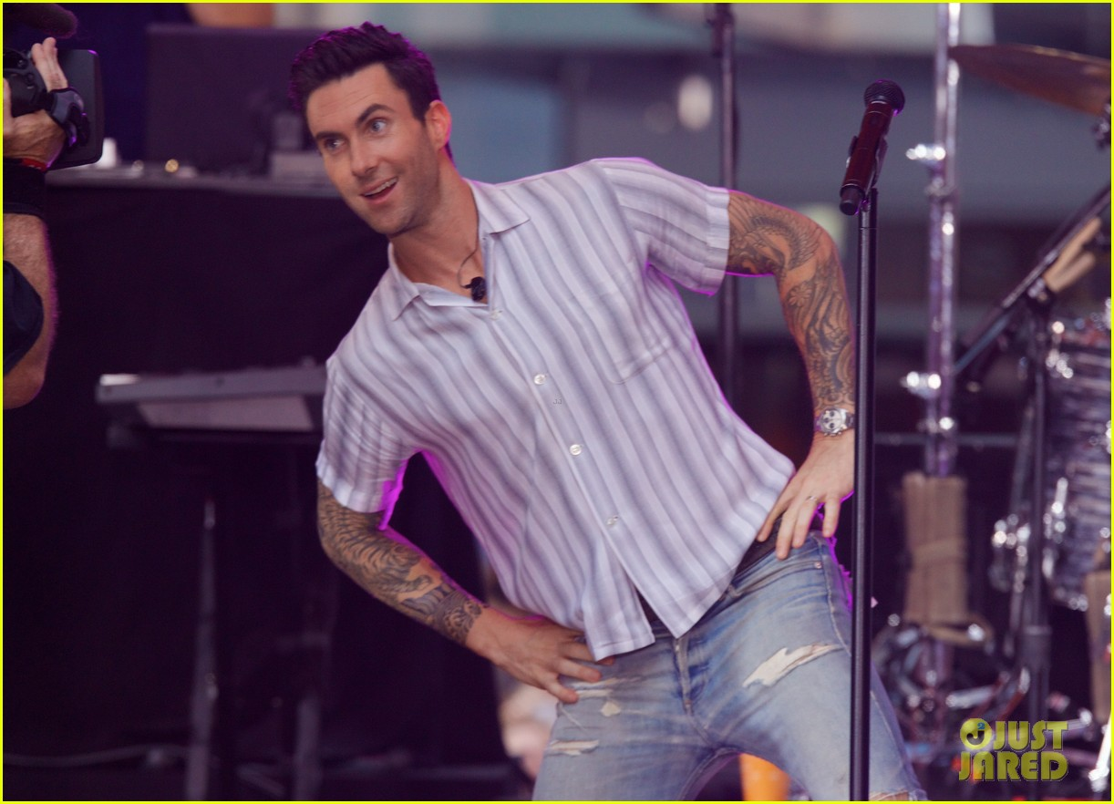adam levine performs maps with maroon 5 today show 153187443