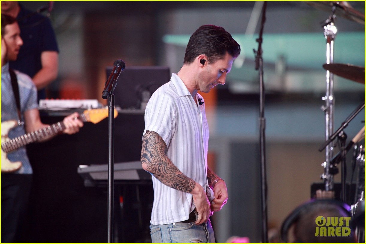 adam levine performs maps with maroon 5 today show 183187446