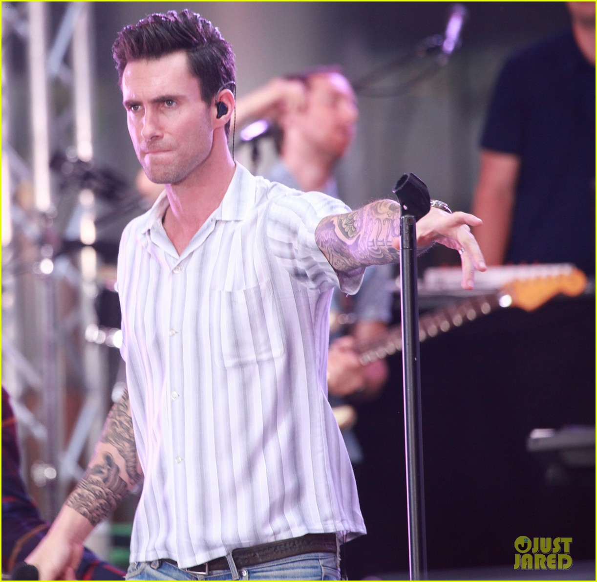 adam levine performs maps with maroon 5 today show 203187448