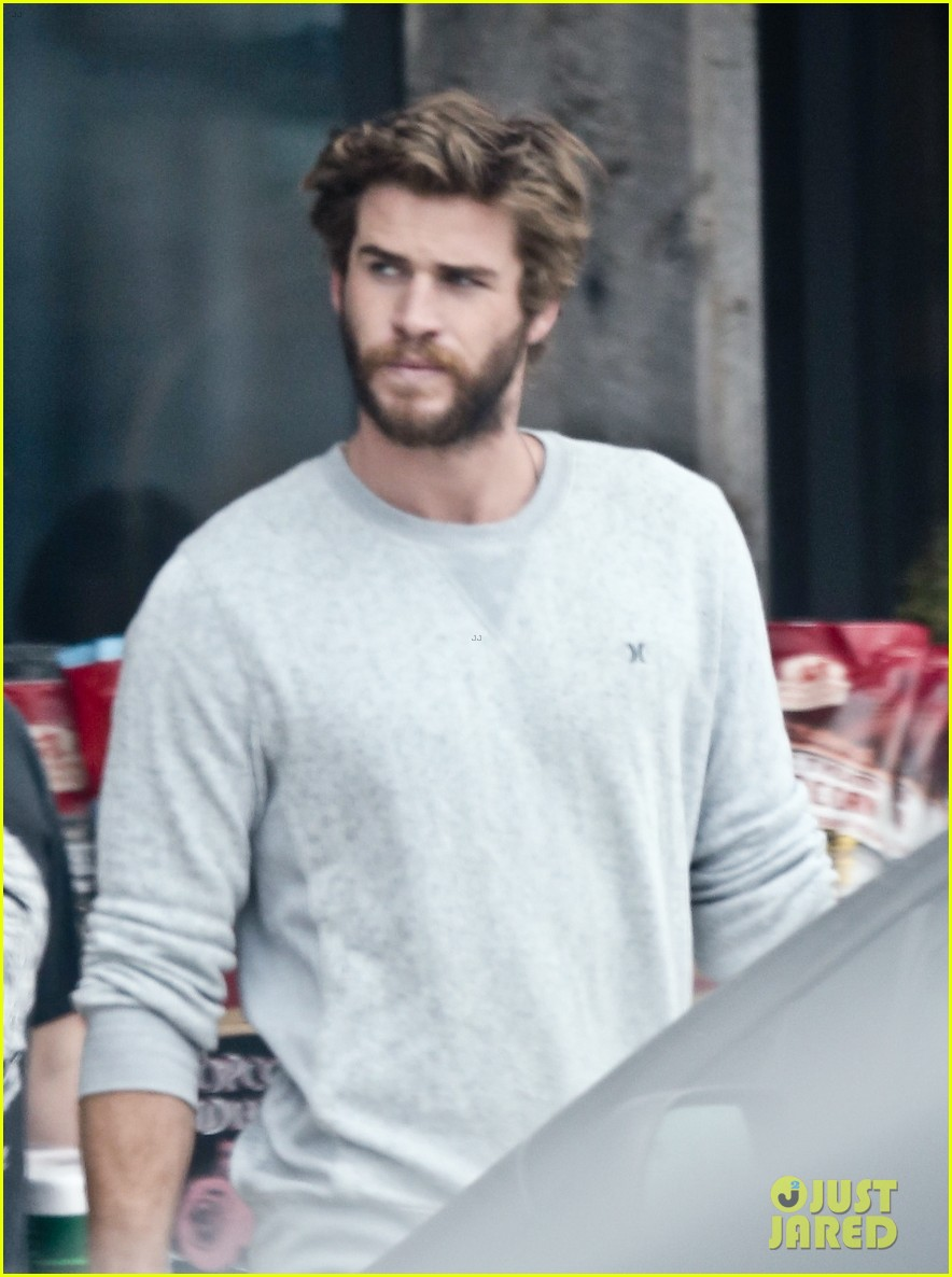 liam hemsworth steps out after miley cyrus love declaration 04