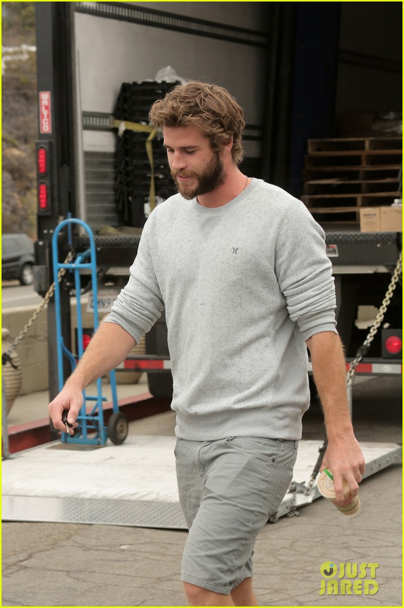liam hemsworth steps out after miley cyrus love declaration 09