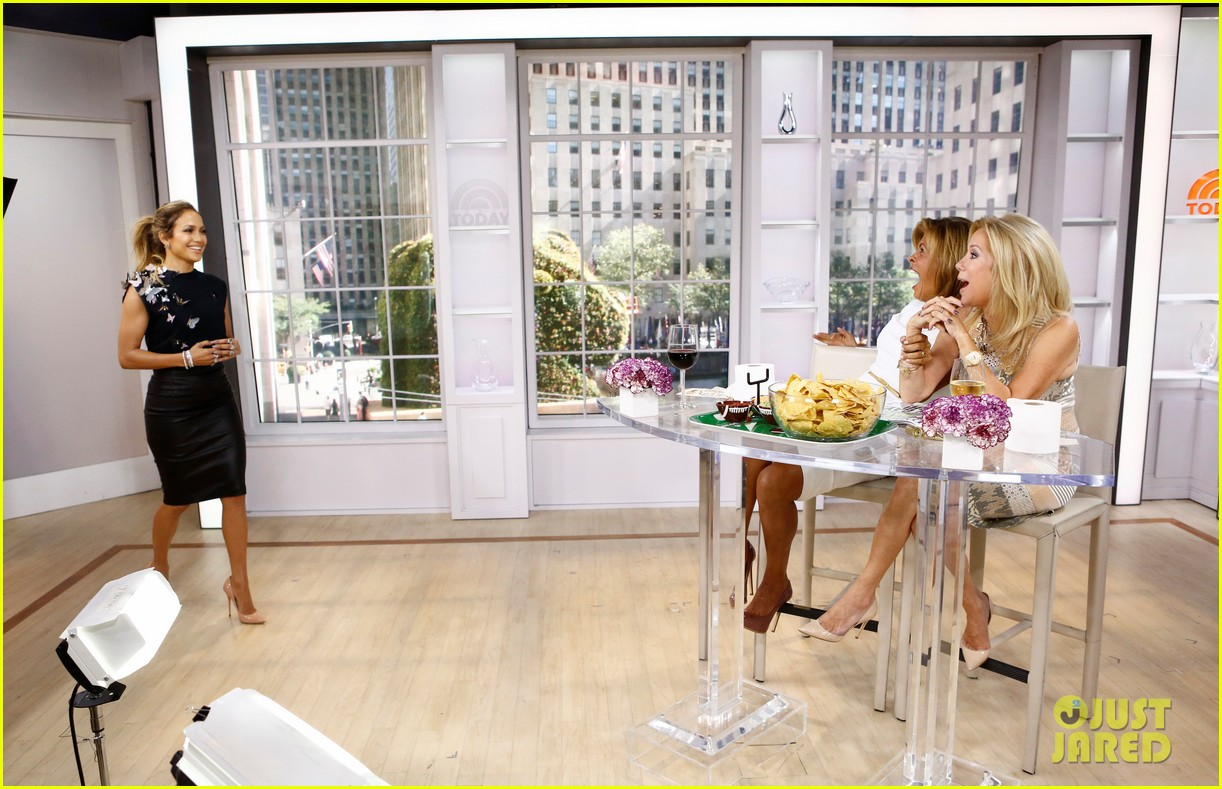 jennifer lopez plays caraoke with meredith vieira 013189457