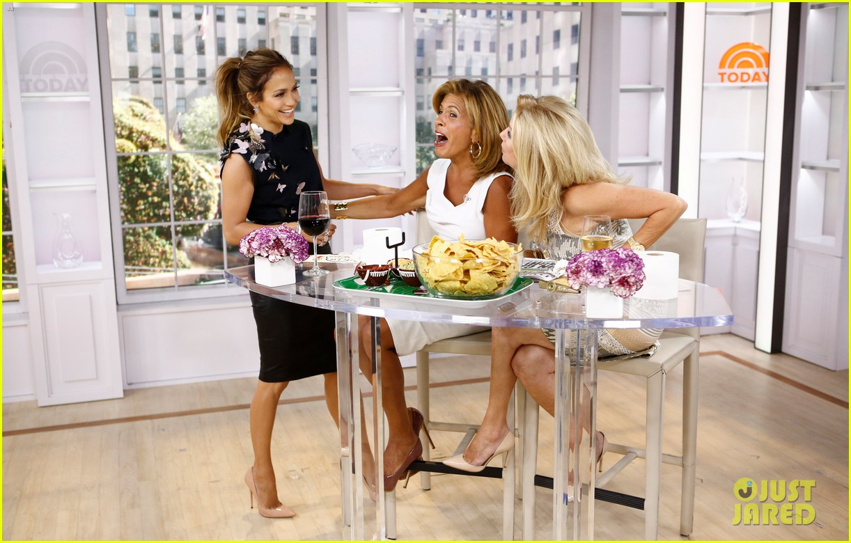 jennifer lopez plays caraoke with meredith vieira 04
