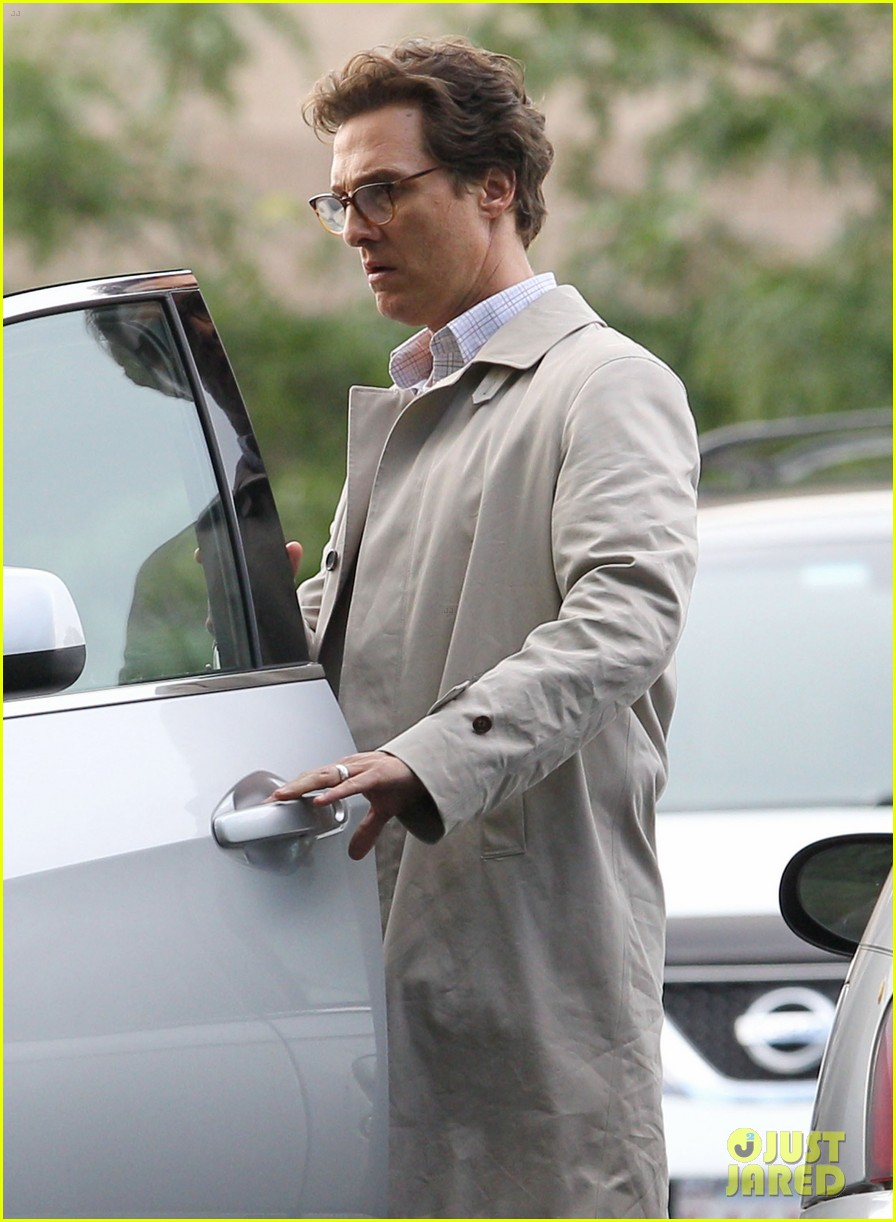 matthew mcconaughey goes for a glasses look for sea of trees 023188430