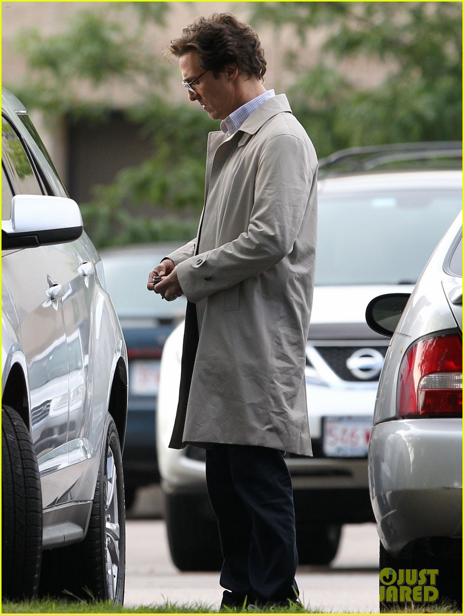 matthew mcconaughey goes for a glasses look for sea of trees 033188431