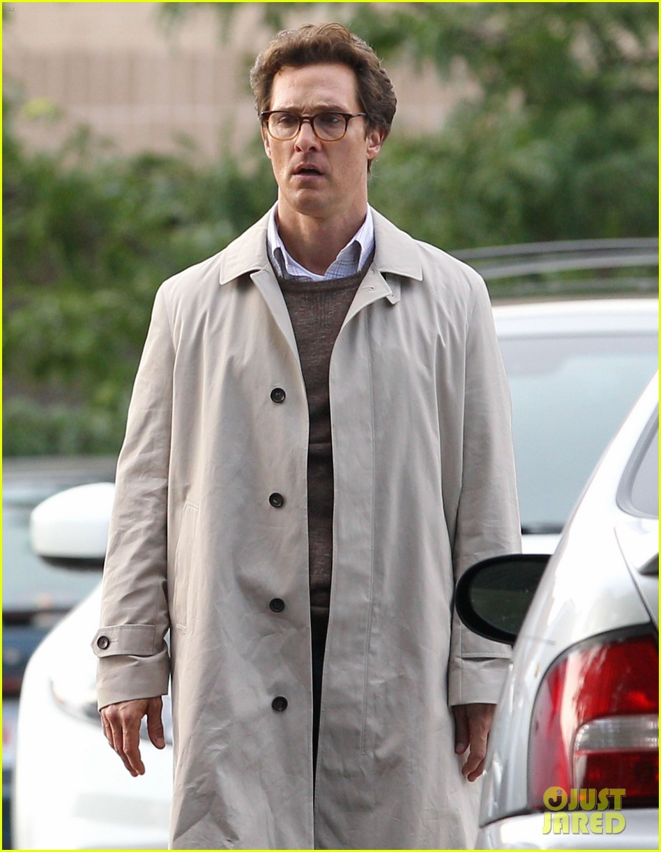 matthew mcconaughey goes for a glasses look for sea of trees 04
