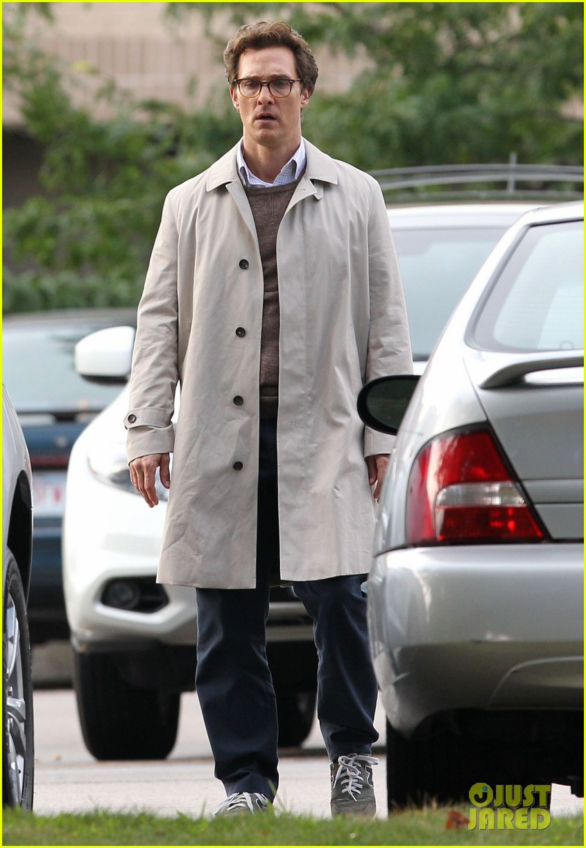 matthew mcconaughey goes for a glasses look for sea of trees 053188433