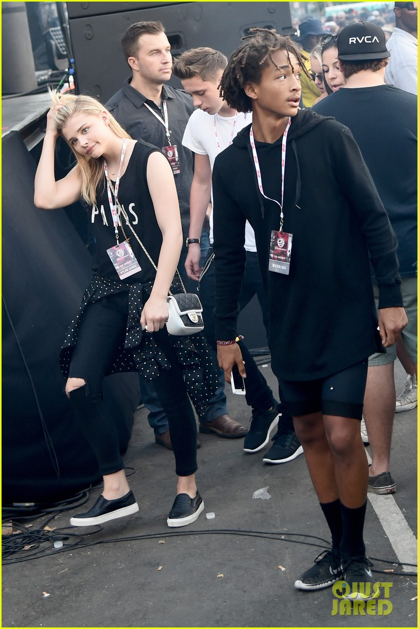 chloe moretz brooklyn beckham concert date night 053187474