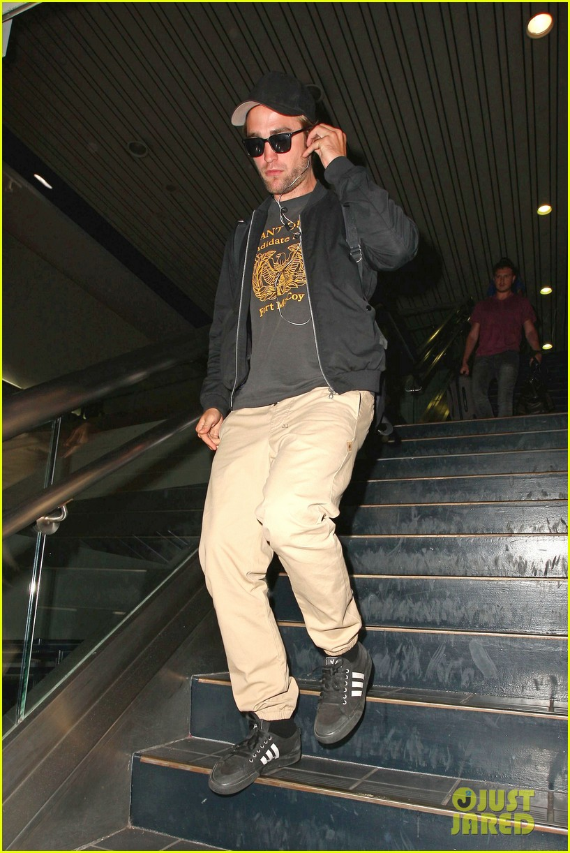 robert pattinson heads to la amid fka twigs dating rumors 103188920