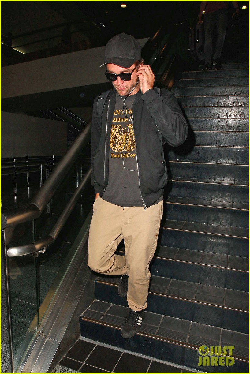 robert pattinson heads to la amid fka twigs dating rumors 113188921