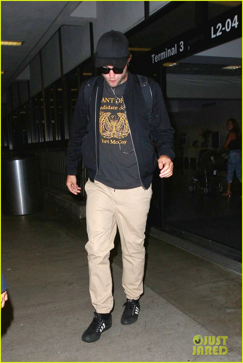robert pattinson heads to la amid fka twigs dating rumors 123188922