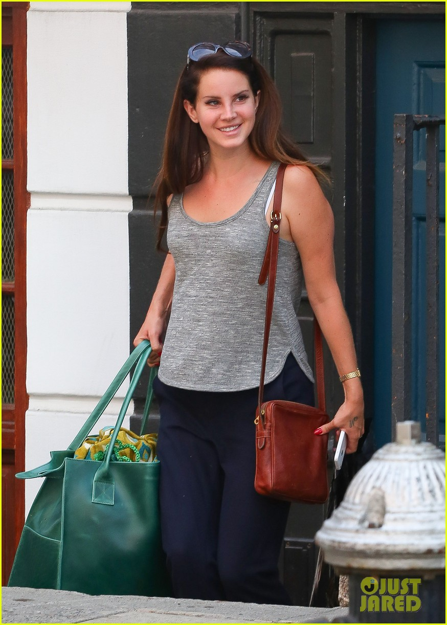 lana del rey smile is contagious in nyc 013189189