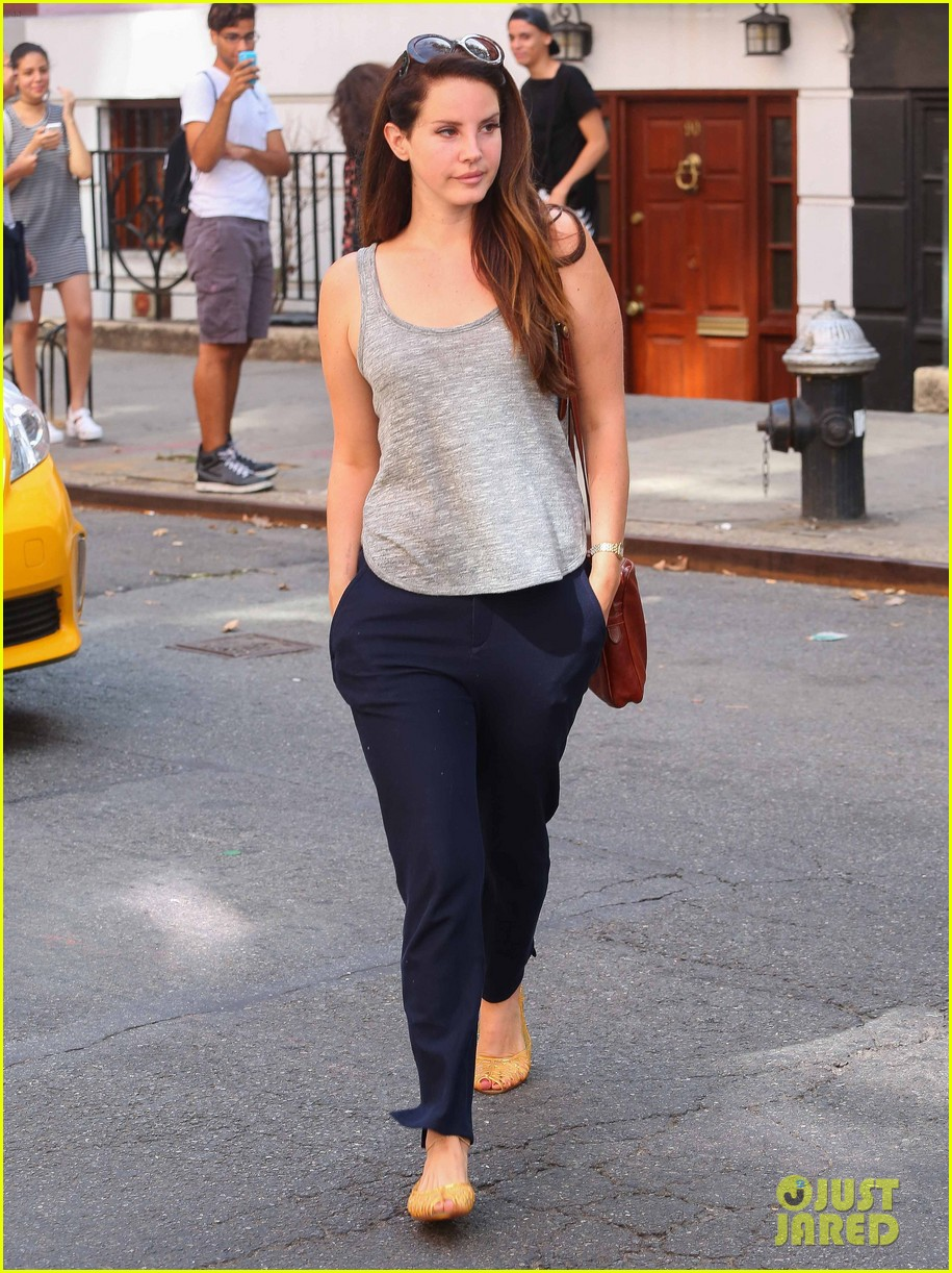 lana del rey smile is contagious in nyc 083189196