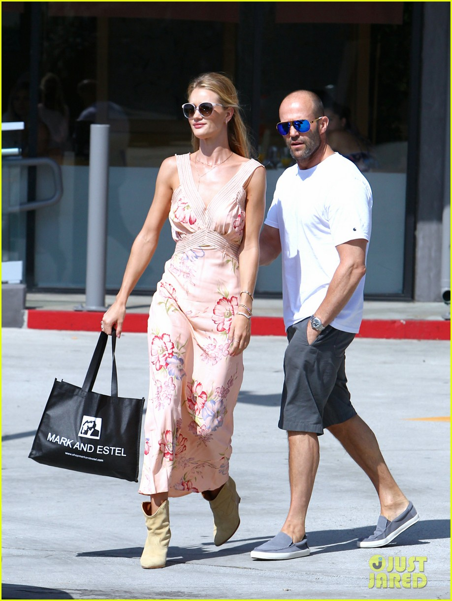rosie huntington whiteley jason statham hold hands labor day weekend 023187247