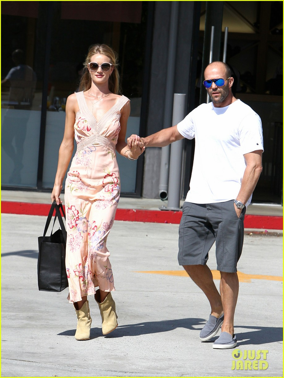rosie huntington whiteley jason statham hold hands labor day weekend 043187249