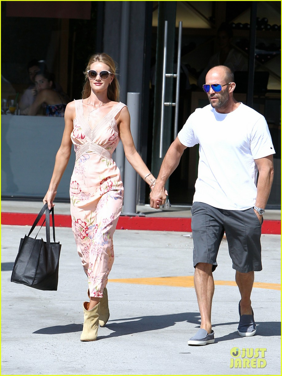 rosie huntington whiteley jason statham hold hands labor day weekend 063187251