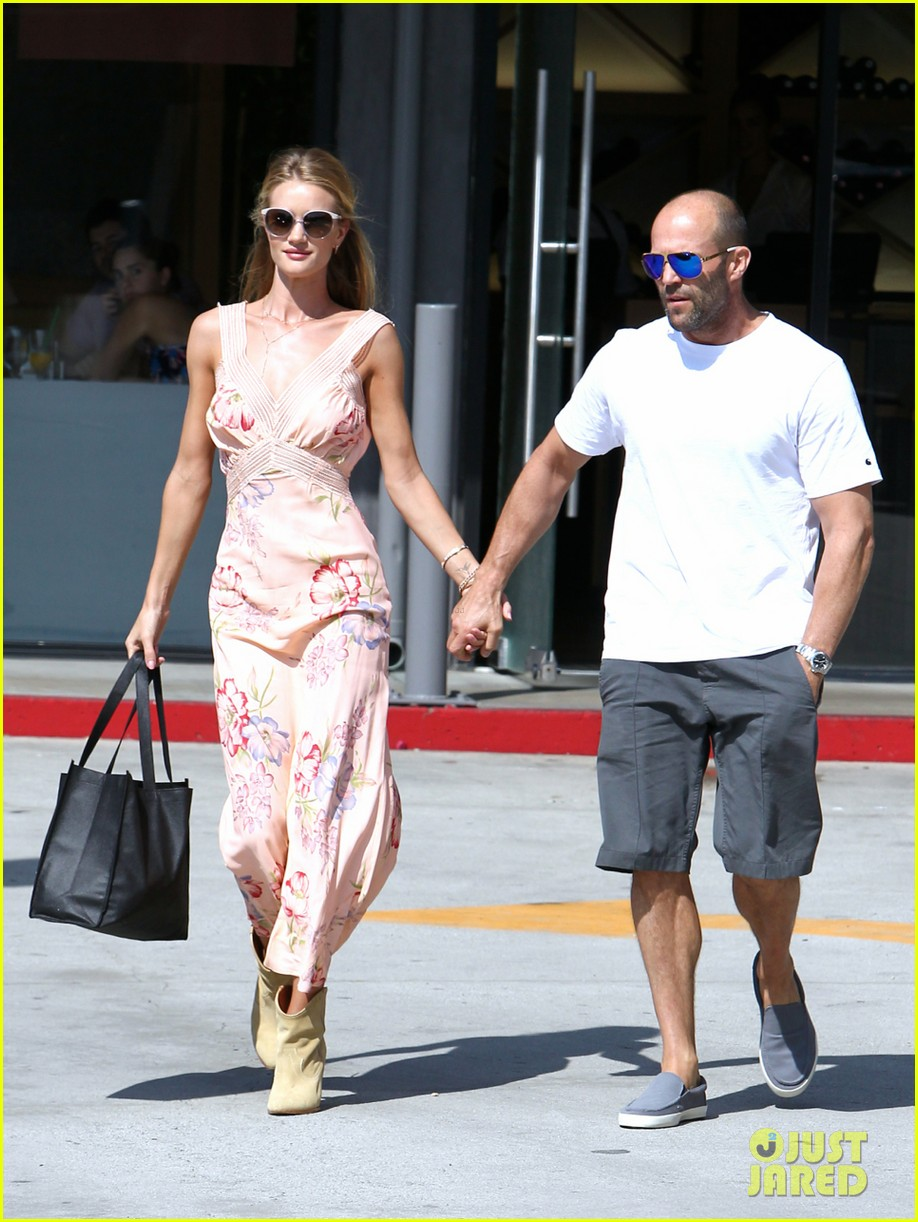 rosie huntington whiteley jason statham hold hands labor day weekend 073187252