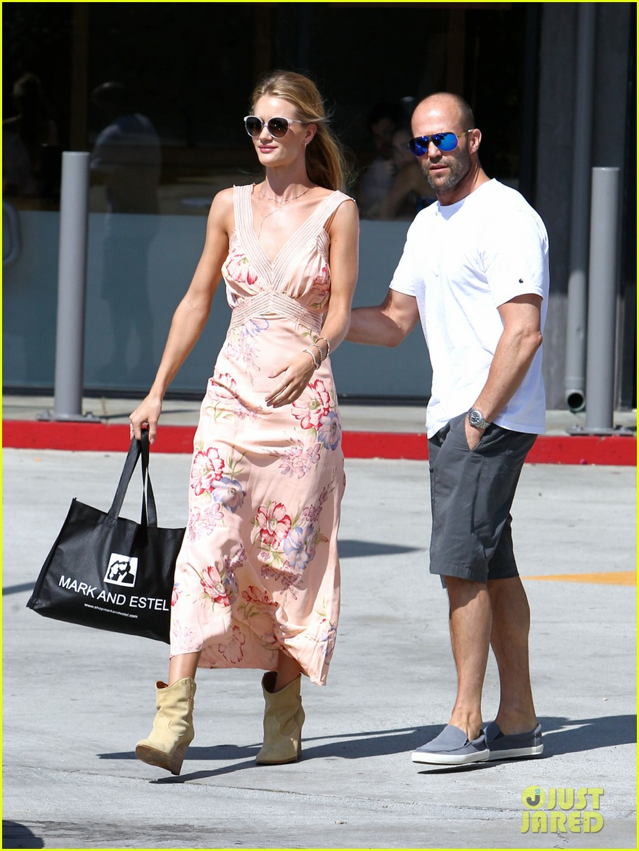 rosie huntington whiteley jason statham hold hands labor day weekend 123187257