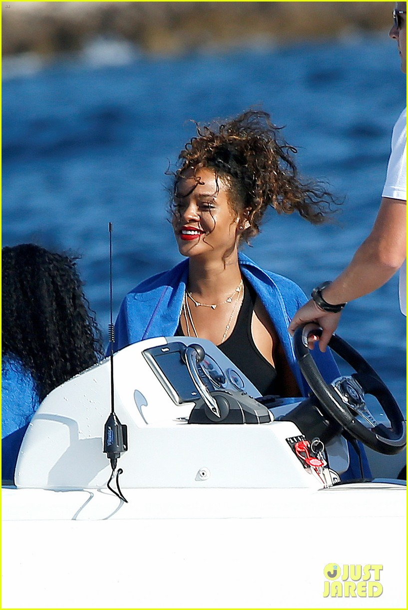rihanna jay z star in thursday night football opening 093188557