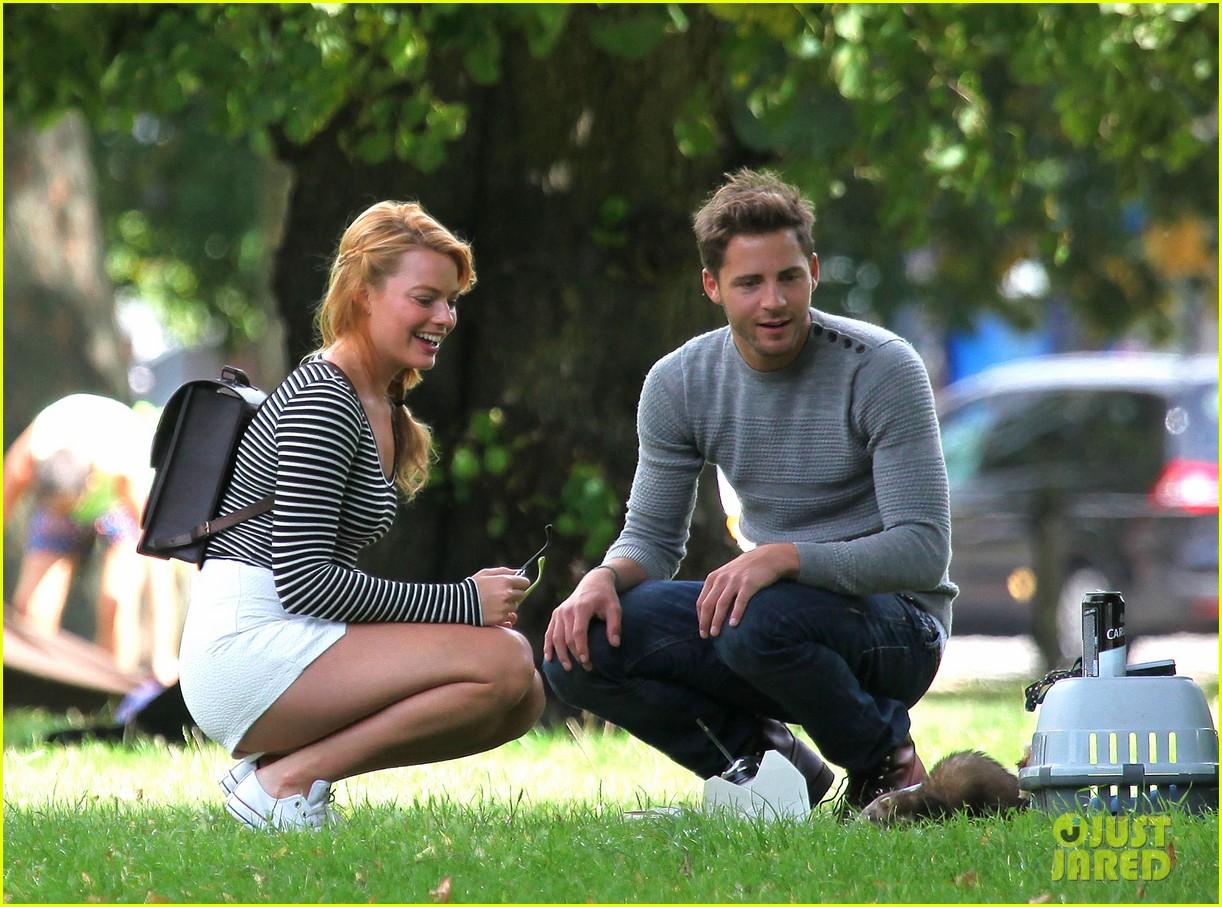 margot robbie boyfriend tom ackerley picnic park 02
