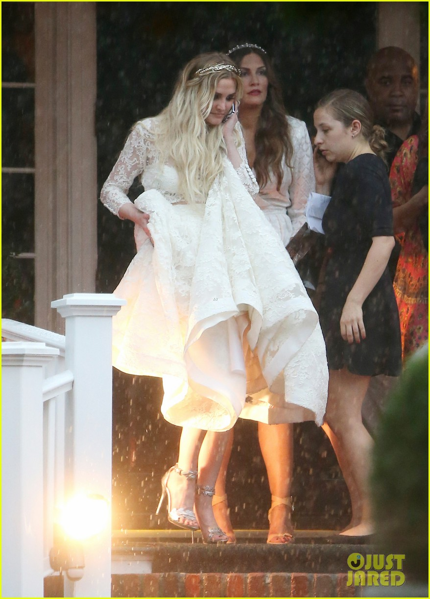 Ashlee Simpson\'s Wedding Dress Revealed - See Pics From Her ...