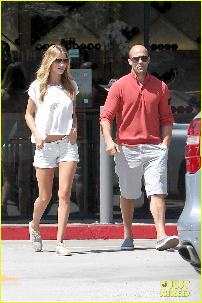 rosie huntington whiteley jason statham grab brunch in malibu 03