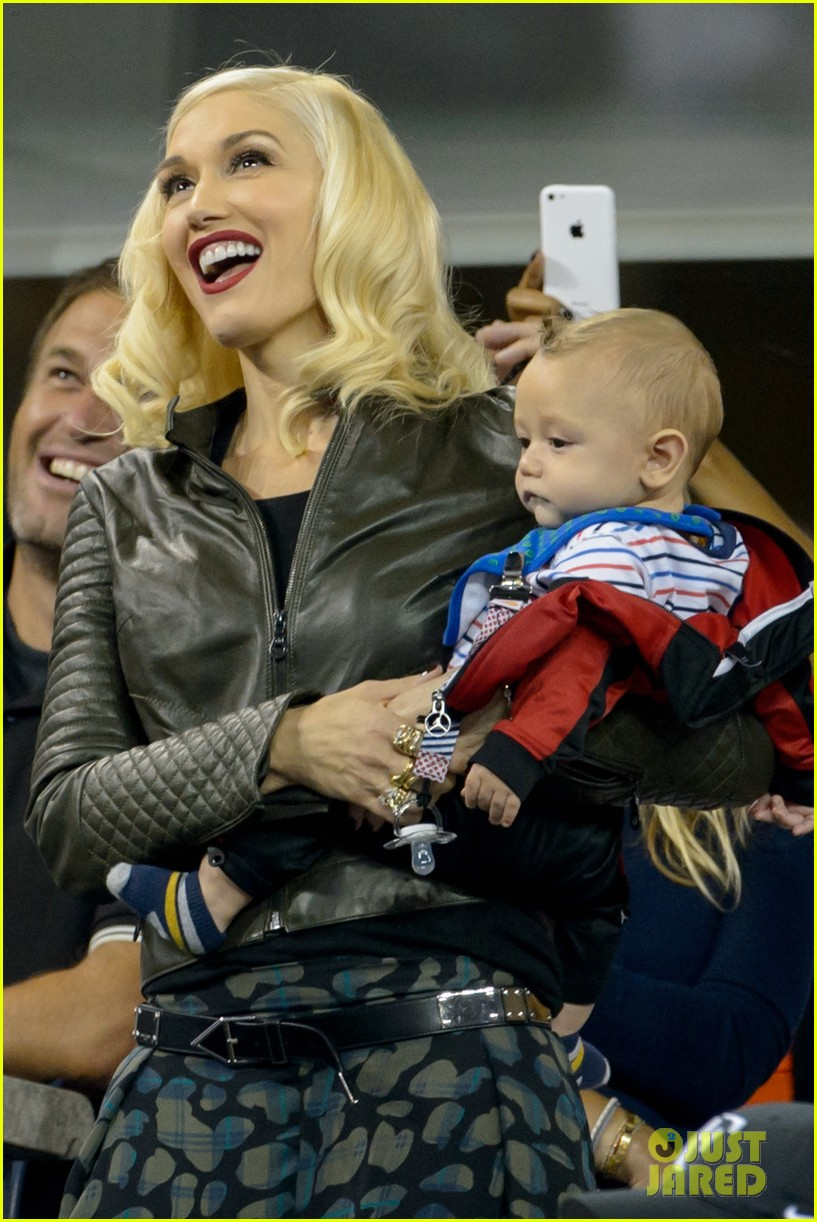 gwen stefani debuts adorably baby boy apollo at the us open 013189905