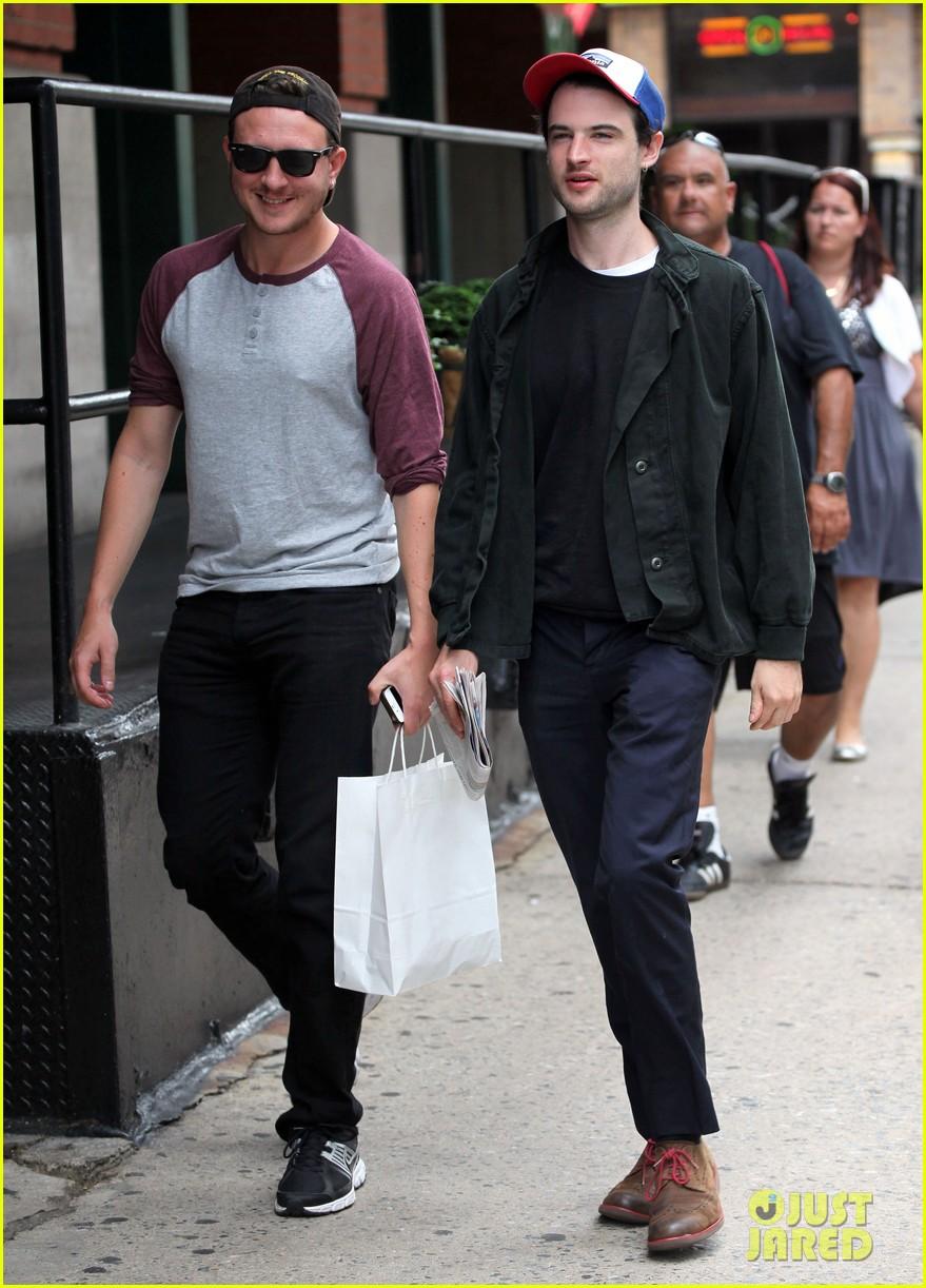 tom sturridge goes clean shaven in new york city 053187889