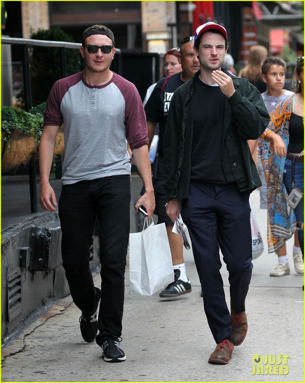 tom sturridge goes clean shaven in new york city 063187890