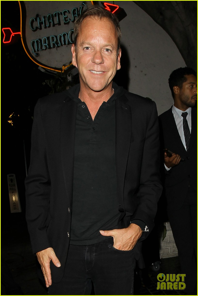 keifer sutherland does ice bucket challenge totally shirtless 023187159