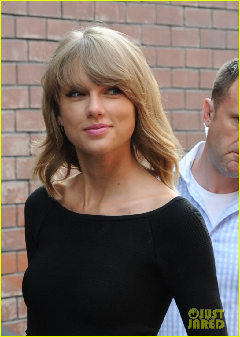 taylor swift loves her monogrammed pillows london 253188413