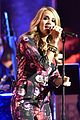carrie underwood debuts small baby bump 10