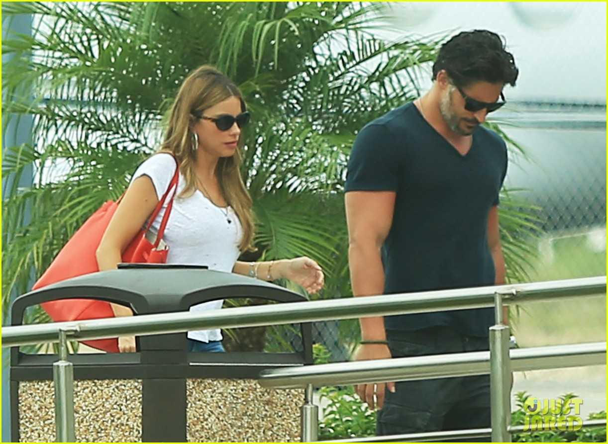 sofia vergara joe manganiello hold hands after romantic getaway 05