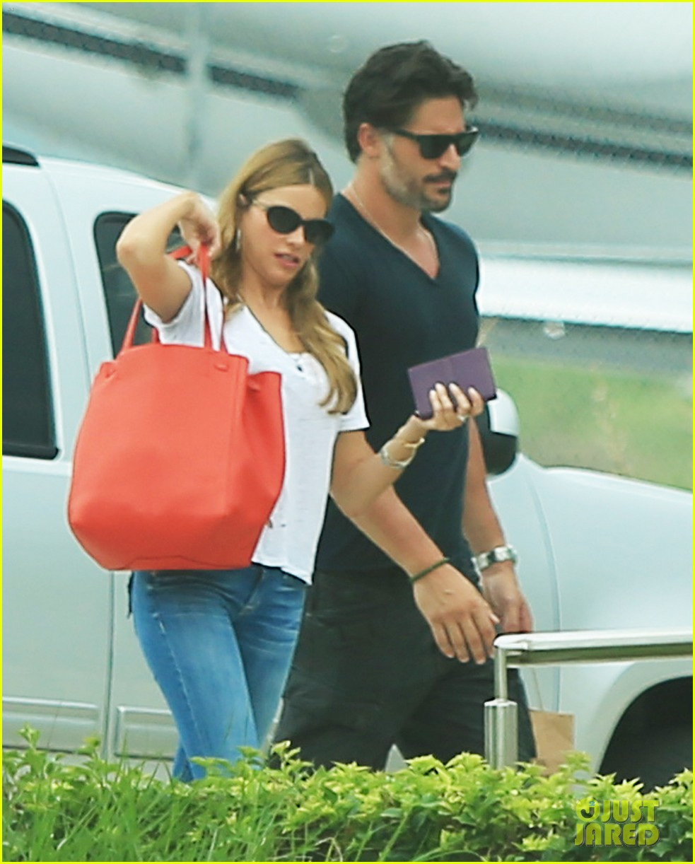 sofia vergara joe manganiello hold hands after romantic getaway 073187670