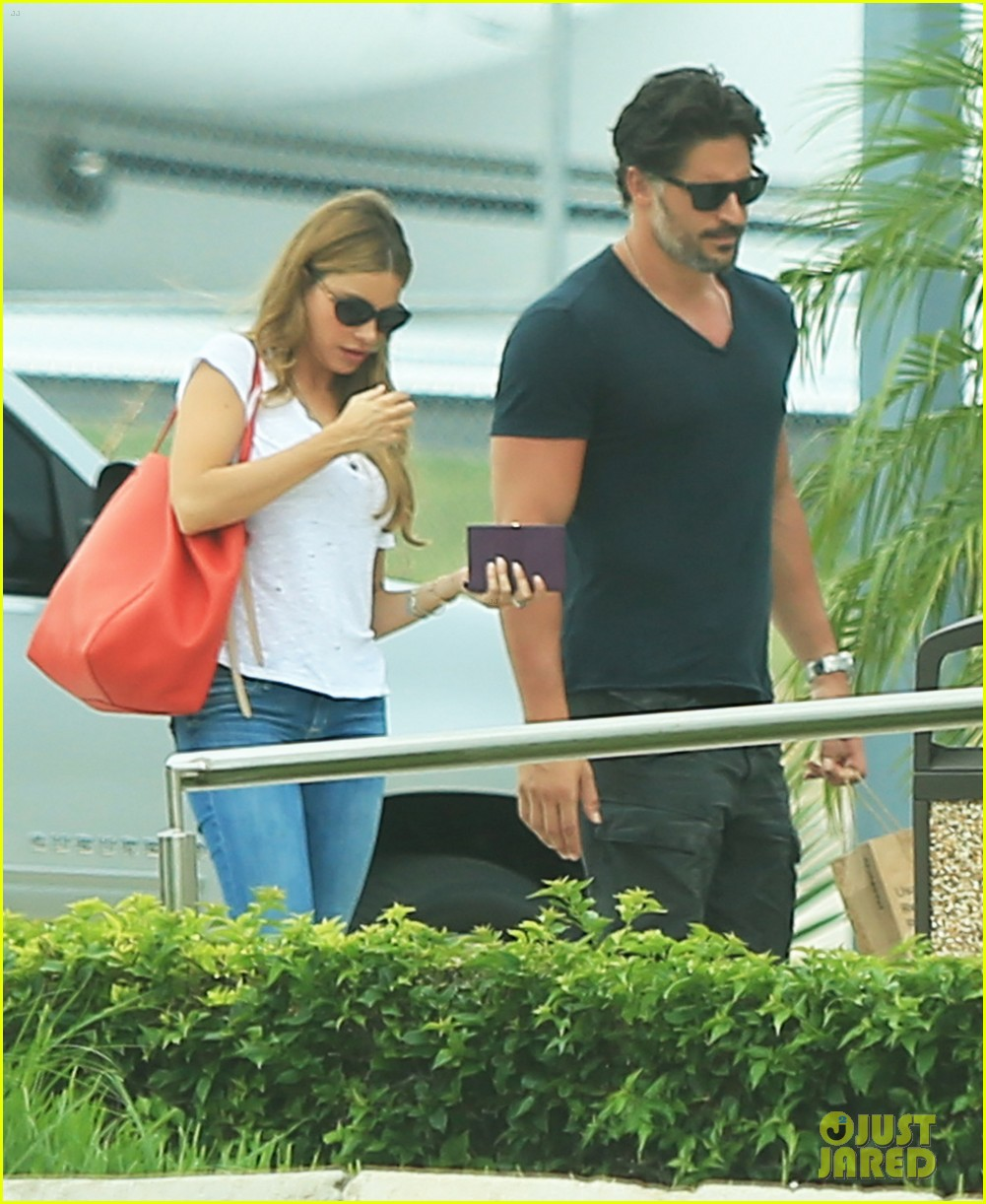sofia vergara joe manganiello hold hands after romantic getaway 093187672