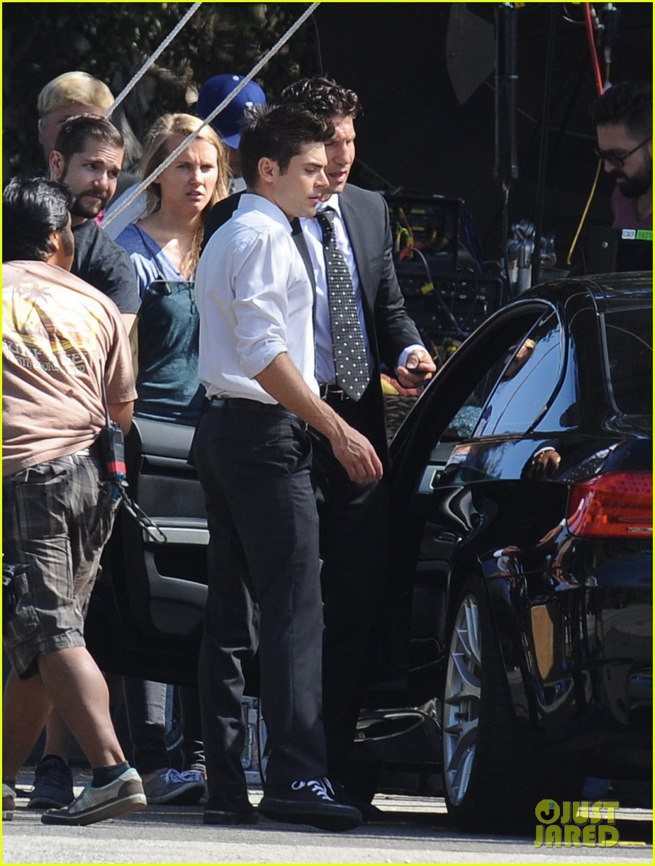 zac efron switches suit we are your friends set 02