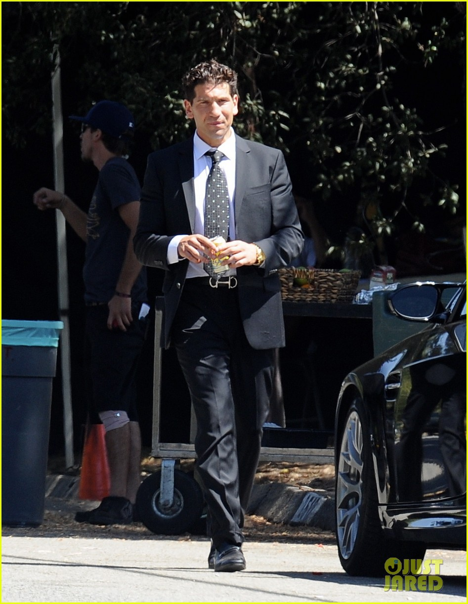 zac efron switches suit we are your friends set 043188086