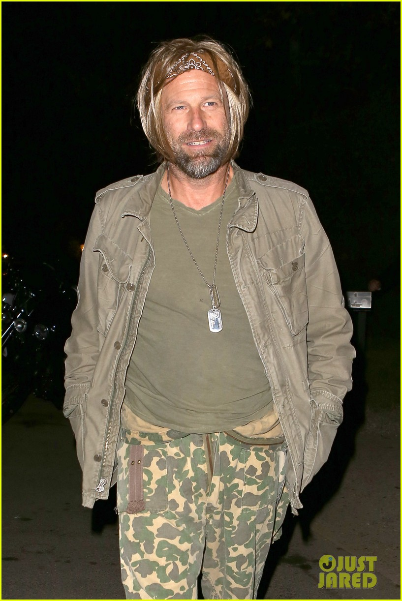 Aaron Eckhart Tobey Maguire Get Into Halloween Spirit At Kate Hudsons Party