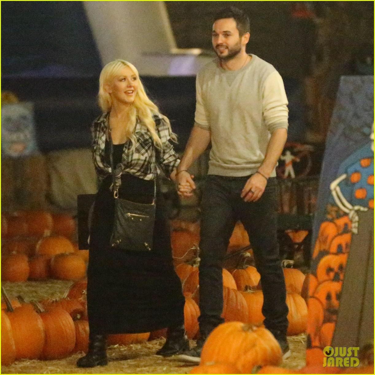 christina aguilera matthew rutler go pumpkin picking 123227092